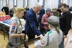 Pakowanie paczek w ramach organizowanej z inicjatywy ŚZŻAK Okręg Zamość akcji Paczka dla Weterana 19.12.2017