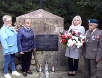 Porządkowanie pomników pamięci przez Koło Rejonowe ŚZŻAK w Hrubieszowie, październik 2018