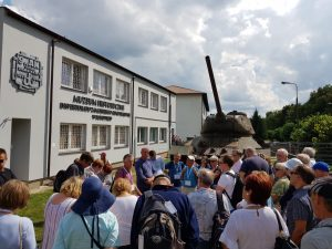 miedzynarodowa delegacja w muzeum w bondyrzu