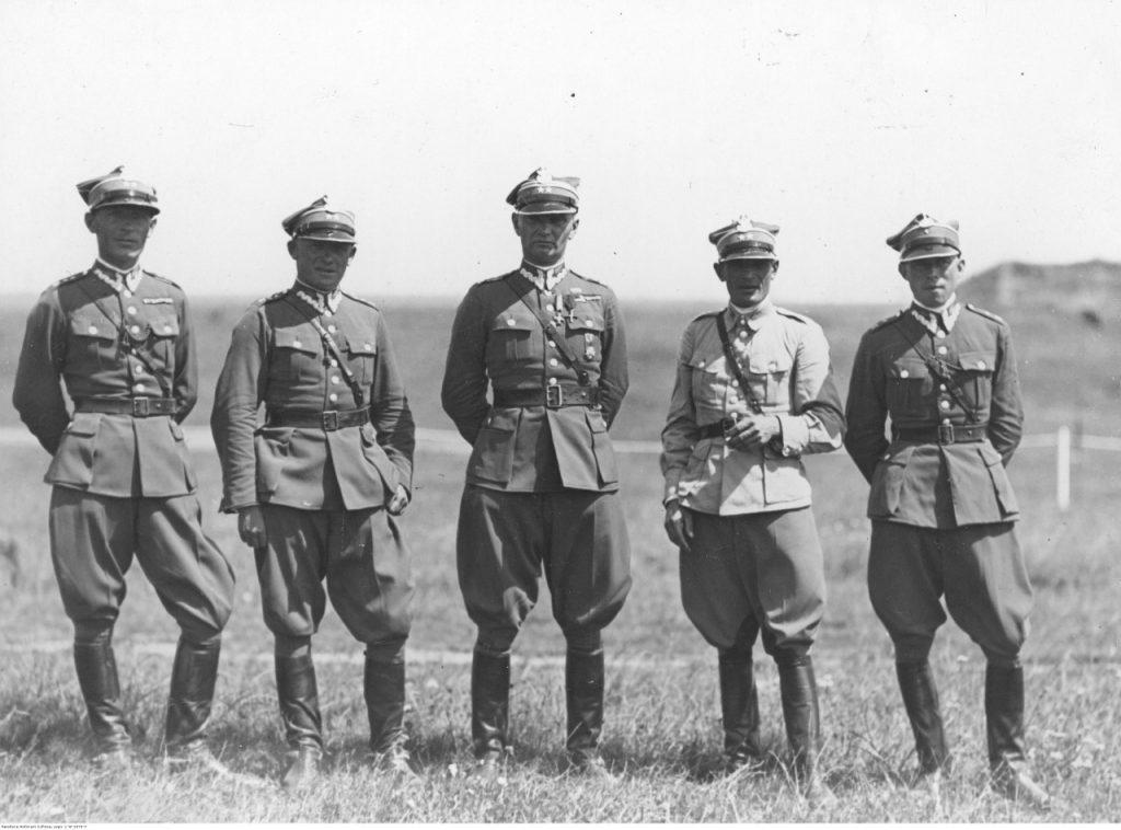 Zwycięska ekipa 3 PSK na zawodach o mistrzostwo armii. Wilno, 1932 r. Por. Wacław Totjew pierwszy z lewej.